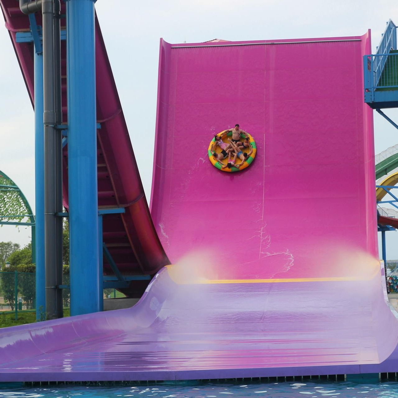 大型水上樂園設備 水上滑梯廠家 水上游樂設備 沖天回旋滑梯設備