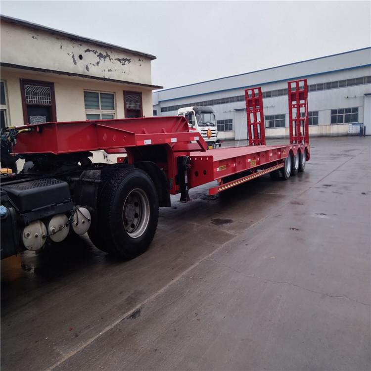 超长平板半挂车和超长集装箱骨架车标准5.5吨13米钩机板盘子7.8吨示例图4