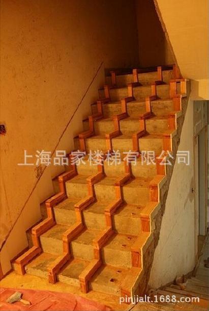 品家楼梯成都别墅龙骨楼梯周边公园实木楼梯的水泥别墅基础上海两河图片