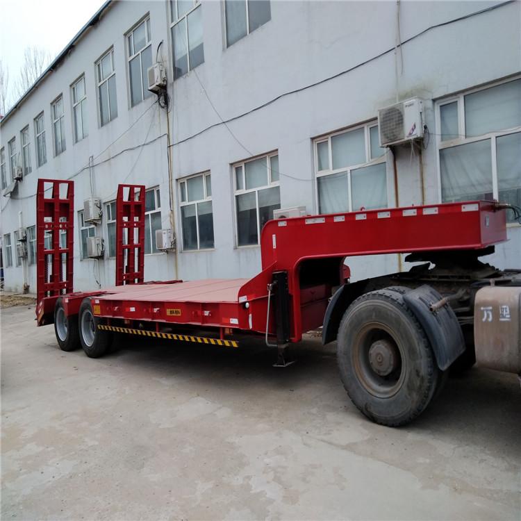超长平板半挂车和超长集装箱骨架车标准5.5吨13米钩机板盘子7.8吨示例图3