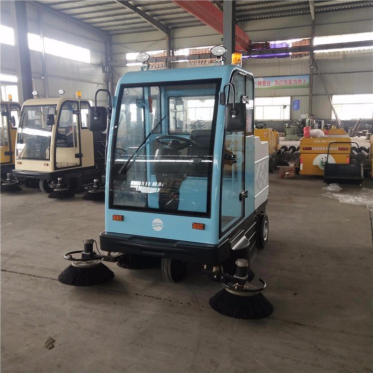小型電動掃路車價格學校廠區用多功能全封閉式五刷加強吸塵掃路車