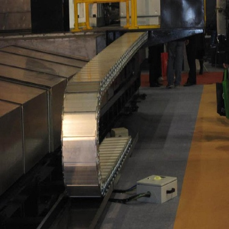厂家定做钢制拖链 耐腐蚀钢铝拖链渗碳处理 机床穿线缆全封闭拖链示例图3