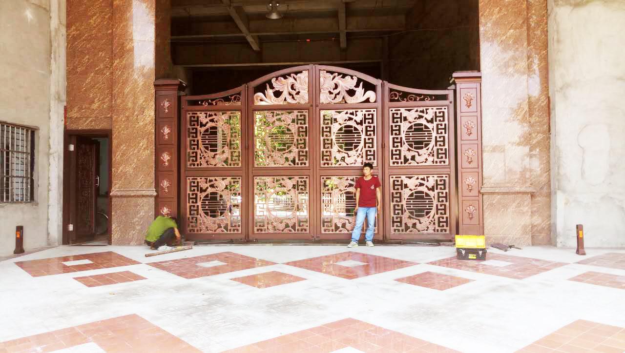 東莞鋁藝精雕懸浮折疊門工程1.jpg