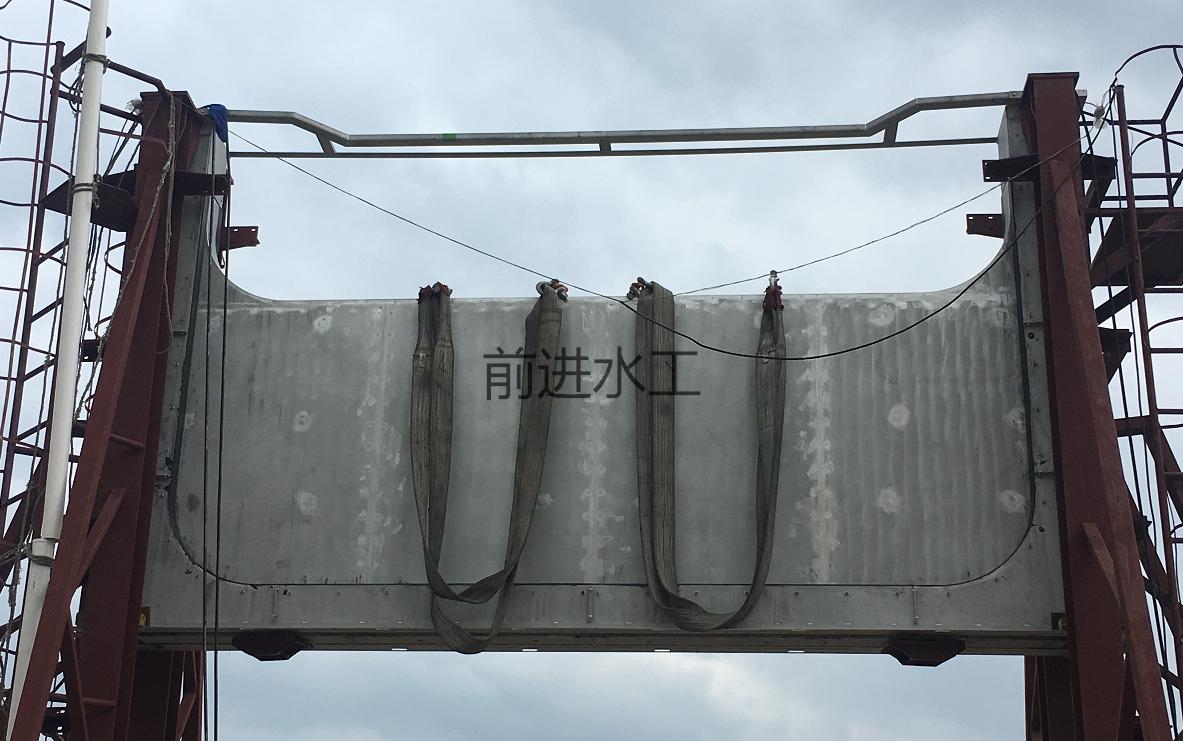 河北电动堰门图片 不锈钢堰门价格 铸铁调节堰门厂家 液动下开式堰门示例图1