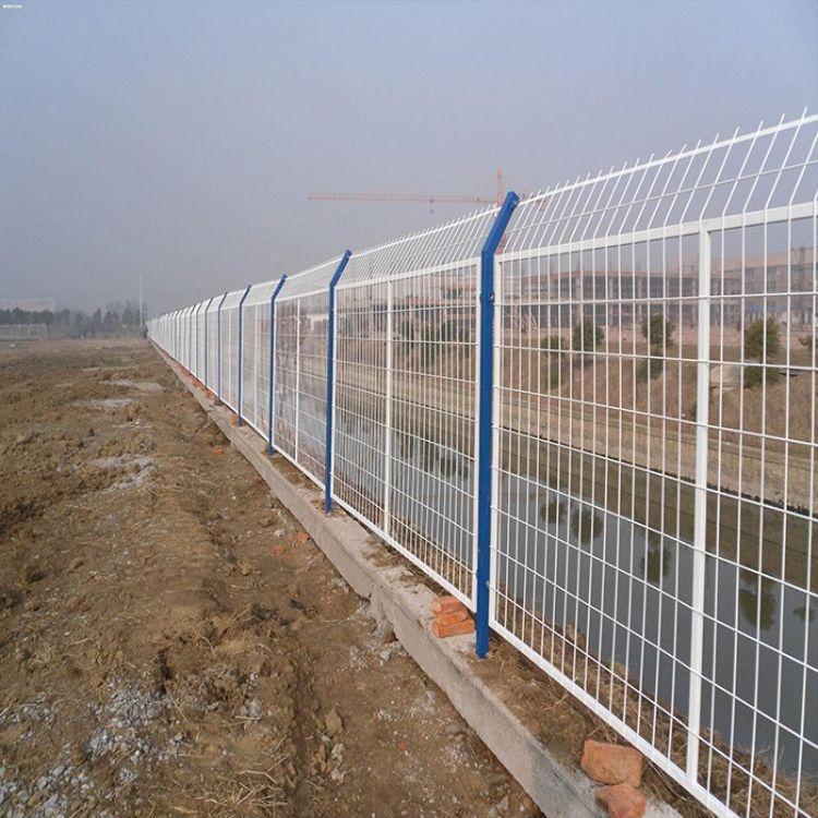 浸塑铁丝网围栏 护栏网铁丝网价格护栏 高速道路双边防护栏网 云旭 源头厂家