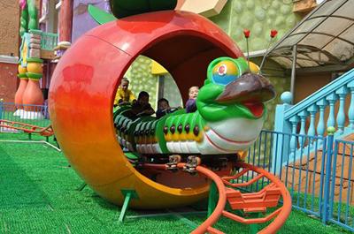 可爱的青虫造型之果虫滑车游乐设备 小朋友喜爱公园轨道果虫滑车示例图9