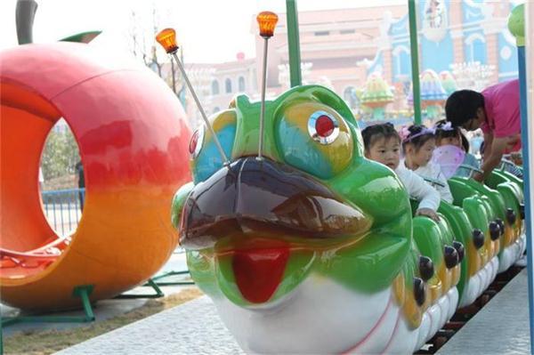 可爱的青虫造型之果虫滑车游乐设备 小朋友喜爱公园轨道果虫滑车示例图18