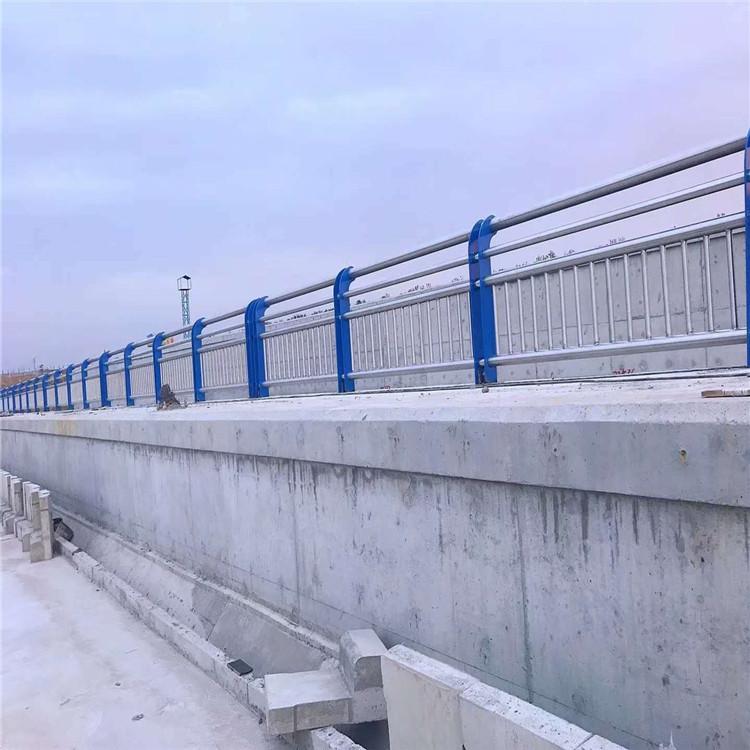 百色木棧道不銹鋼護欄 河道不銹鋼欄桿 木棧道不銹鋼護欄生產公司