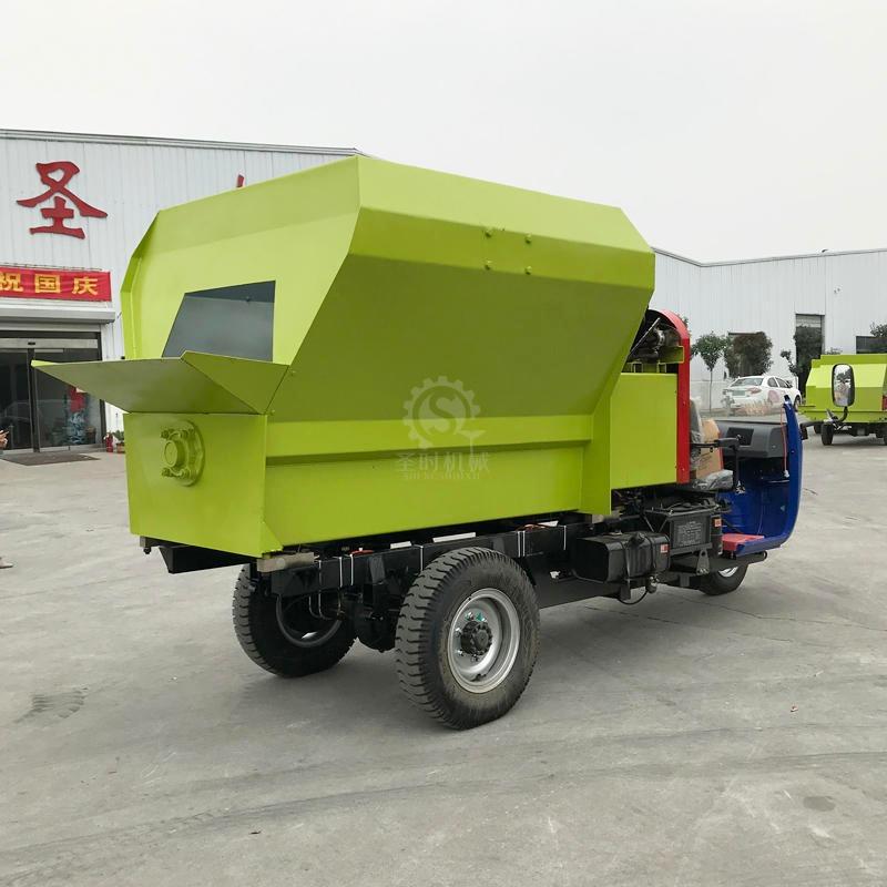 牧场自动搅拌撒料车 柴油撒料车型号 TMR撒料车现货