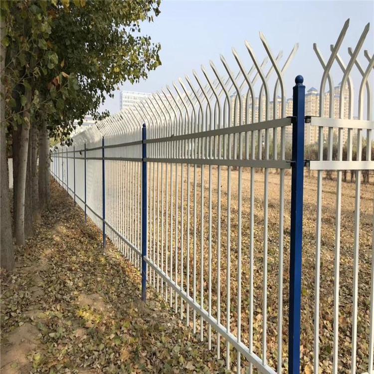 供应锌钢草坪护栏 草坪护栏栅栏围栏 小区绿化防护围栏 云旭 现货