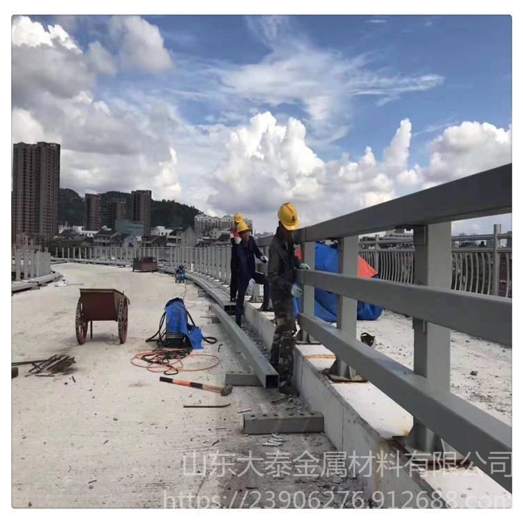 道路景觀護欄 不銹鋼復合管橋梁護欄 河道不銹鋼復合管欄桿 復合管q235立柱