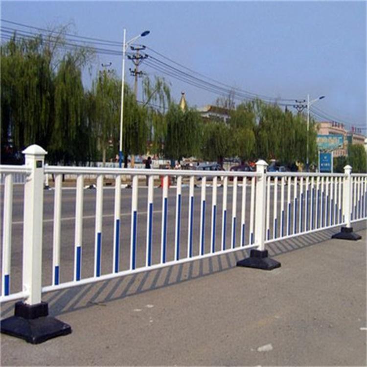 别墅围墙锌钢护栏 人行道防撞隔离栏 锌钢围栏护栏 云旭 生产厂家