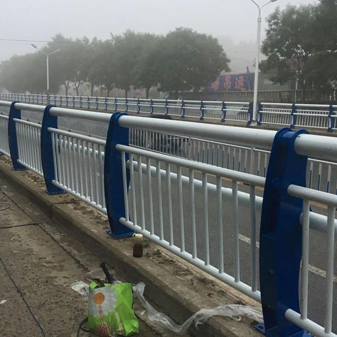 不銹鋼復合管扶手大量現貨 山東不銹鋼復合管廠家批發 橋梁用不銹鋼碳素鋼復合管欄桿