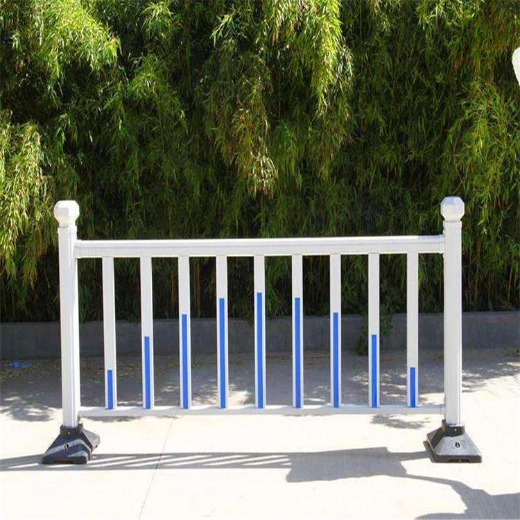 草坪护栏 价格优惠草坪围栏 加工的定做草坪护栏 云旭 现货供应