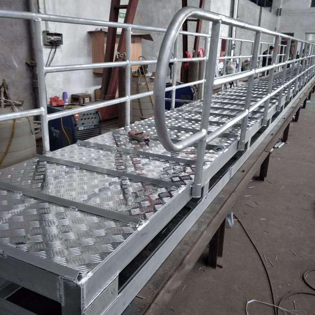 厂家直销船用跳板价格,码头梯,岸梯, 舷梯需要定制认准宝恒