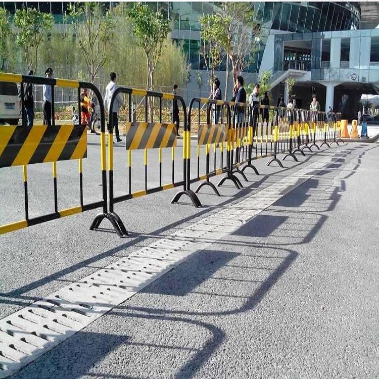 青岛热销铁马护栏圆管折弯加固型 交通有序铁马围栏 颜色款式任选示例图2