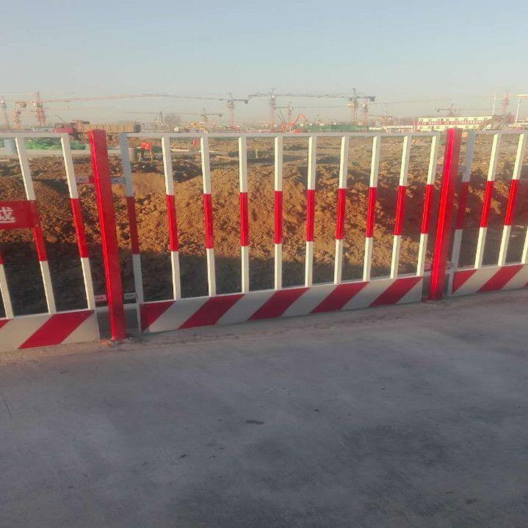 防腐防锈基坑围栏价格 工地建筑防护栏 生产供应基坑护栏网 云旭 欢迎致电