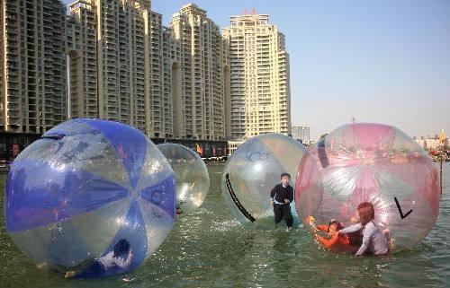 供应水上透明步行球 款式新颖大洋水上步行球儿童游乐设备示例图7