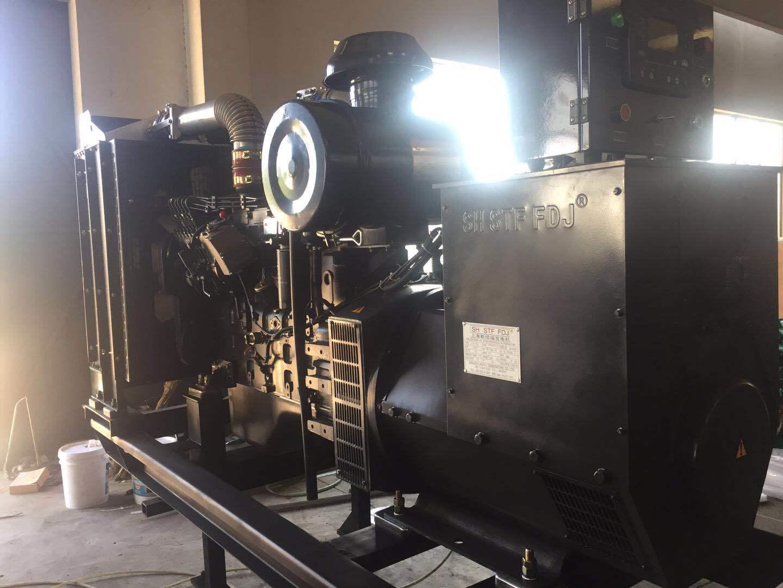 上海凯讯150KW柴油发电机组 配上海斯坦福电机 纯铜电机 电压220V/380V 电流270A 欢迎新老顾客考察参观示例图4