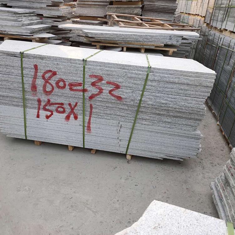 自然面芝麻灰花岗岩价格 建筑用芝麻灰花岗岩 现货充足