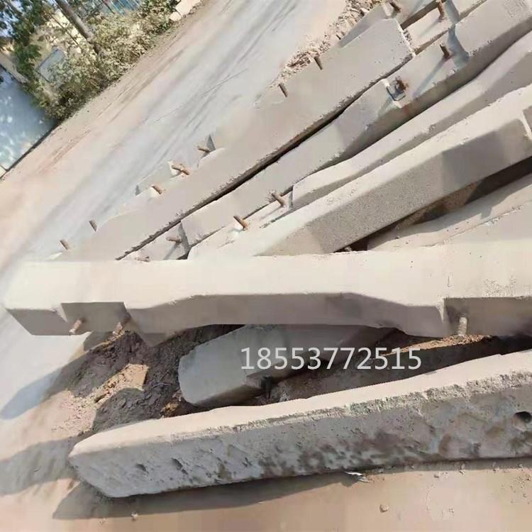 山西阳泉 万里铁路 临沂钢材市场垫木 废轨枕垫钢材用 低价销售